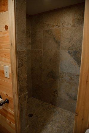 Saint Mary, Μοντάνα: Walk-in shower.