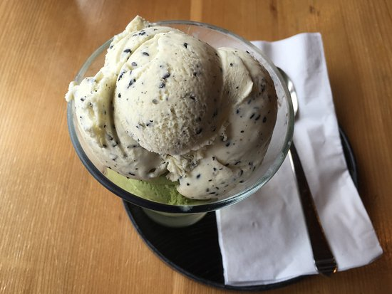 Opa Sushi: Black Sesame/Green Tea Ice Cream combo