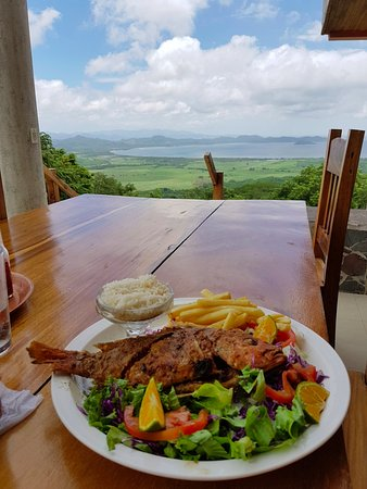 La Cruz, Costa Rica: Grub with a view