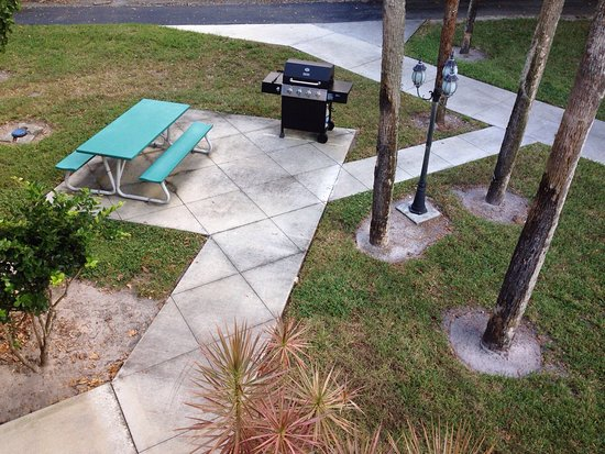 Lehigh Acres, FL: Bikes available on site. tennis and grills