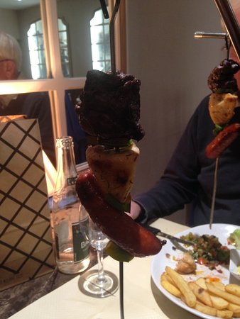 Restaurant Le Drakkar: The roasted meats on a skewer mid way through the skewer.