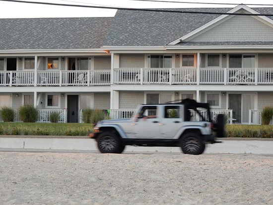 InnSeason Resorts Surfside: view of hotel from beach