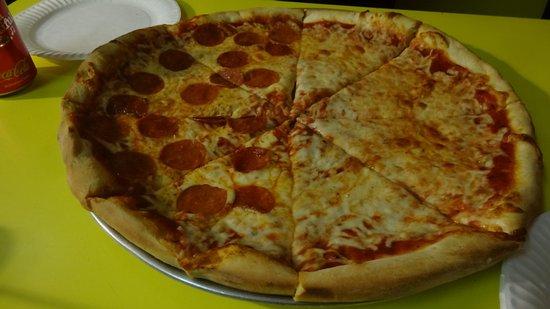 Pine Grove, Pensilvanya: Pepperoni et fromage
