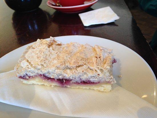 Beanie Cafe Wanaka: Louisa bar