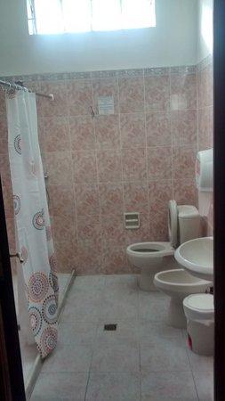 Destino26 Hostel: Banheiro compartilhado