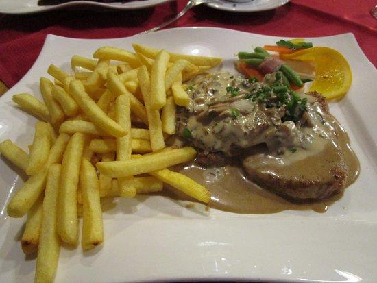 Koenigsbach-Stein, Tyskland: overly salty pork with mushroom sauce