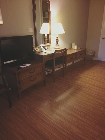 Maple Leaf Motel : Room # 14