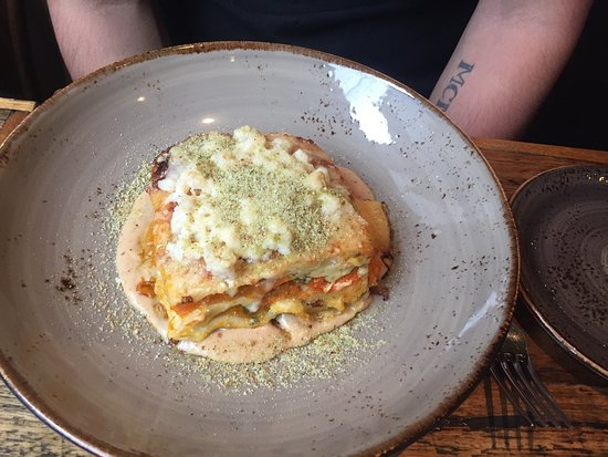 Yarra, Australien: Amazing sea food linguini and pumpkin and bag lasagna