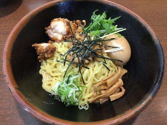 Anjo, Ιαπωνία: 初めて入りました。 他の店のように、まぜそばはいつもの定番  食べて驚き! 思っていたのとは、全く違いました。 肉みそでなく、マヨネーズ? 残念でした。 普通のラーメンにしておけばよかった。