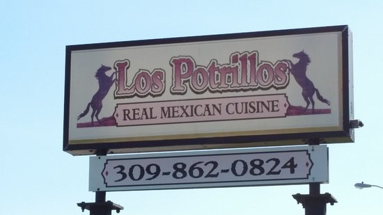 Los Potrillos: Chips salsa,steak fajitas
