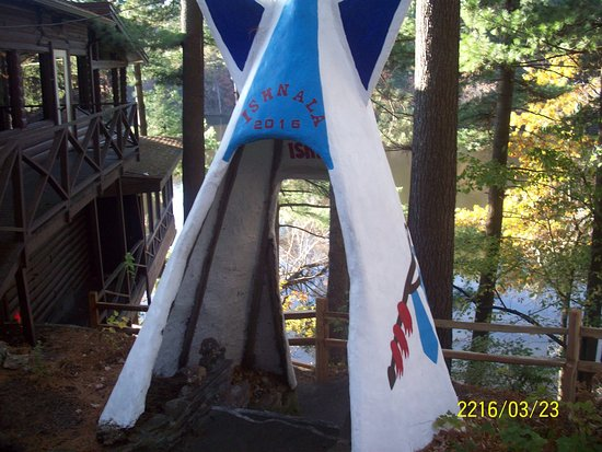 Lake Delton, WI : On the grounds of Ishnala Supper Club