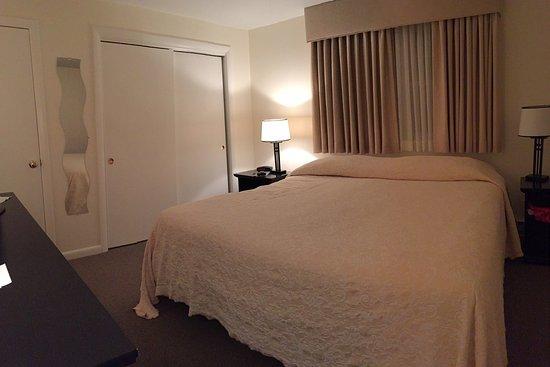 Beverly Garden Suites Suite 14