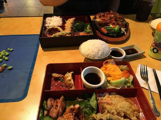 Vancouver, WA: Bento boxes and a chicken dish. Delicious