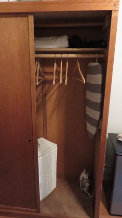 Cardozo Guest House: Closet With Hamper