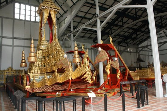 how to get to bangkok national museum