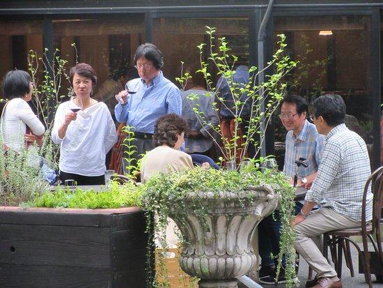 Fussa, Jepang: クラス会で訪問時、中で飲んでいたのですが、盛り上がって外で2次会に突入。