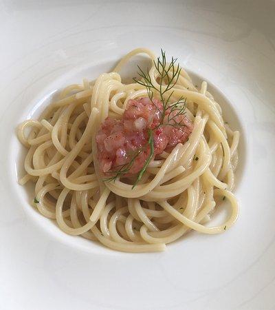 Cernusco sul Naviglio, Italy: Spaghetti aglio, peperoncino, lime, colatura di alici e tartar di Gamberi Rossi