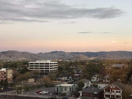 Siena Hotel: Mountain view at sunset