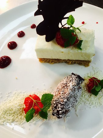 Bracknell, UK: White Chocolate & Baileys Cheesecake Cherry Purée with Handmade Chocolate Truffle
