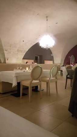 Mouries, Francia: la salle 1
