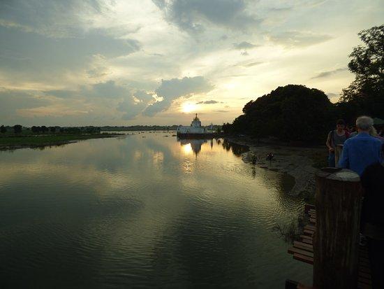 Amarapura, Μιανμάρ: Beginn des Sonnenuntergangs