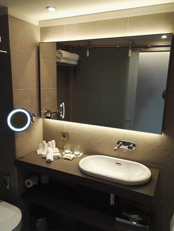 Salle De Bain - Photo De Radisson Blu Hotel, Lyon, Lyon - Tripadvisor