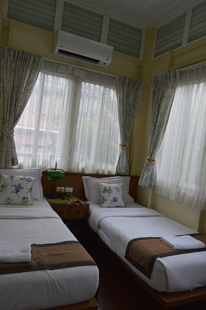 Baan Dinso Hostel: Room 202