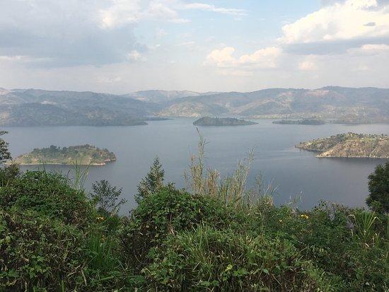 Virunga Lodge: One of the lakes surrounding the hotel