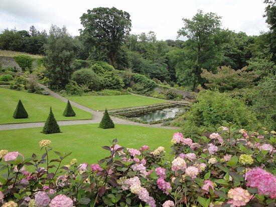 Menai Bridge, UK: Formal garden Cadnant