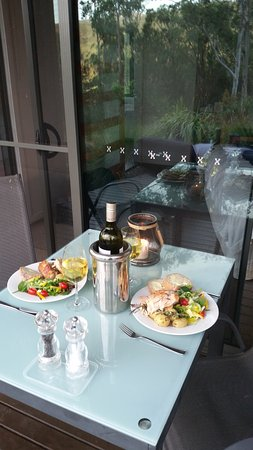 Wollombi, Australien: dinner on the deck