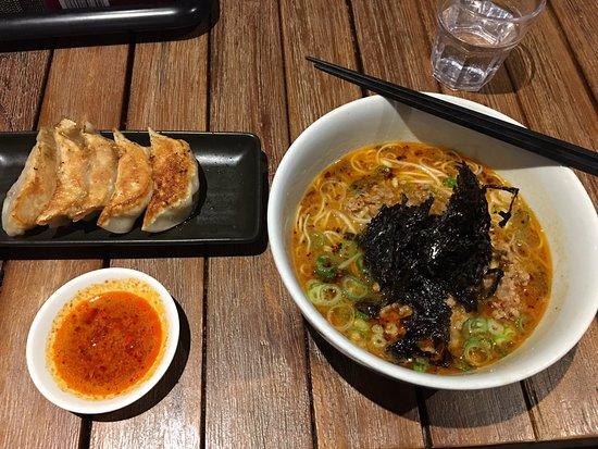 Mermaid Beach, Australië: Tonkotsu Spicy Miso Ramen with Thin Noodles and Pork Gyoza