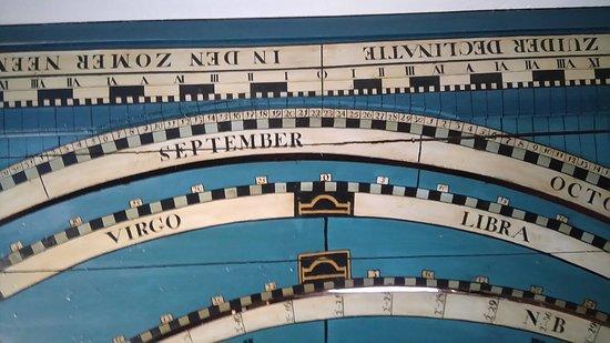 Franeker, Niederlande: Detail van het planetarium van Eise Eisinga