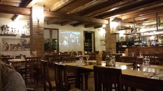 Borghi, Italia: Il salone interno