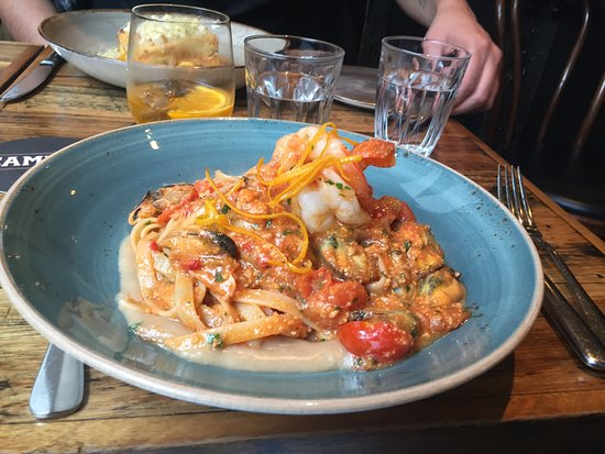 Yarra, Australia: Seafood linguini