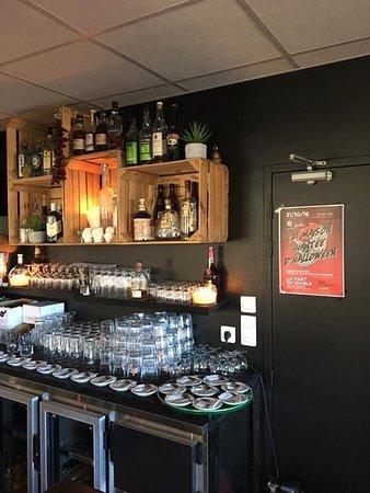 Restaurant La Part Du Diable Jolie Cadre Bel Exterieur Calme
