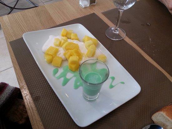 Vierzon, Frankrijk: Manguier : dés de mangues et coulis de menthe