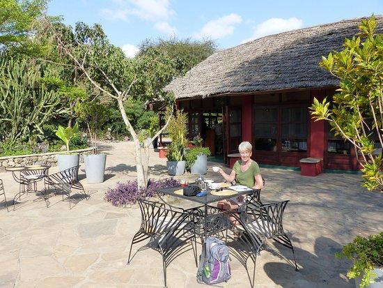 Kia Lodge – Kilimanjaro Airport: Breakfast Al Fresco