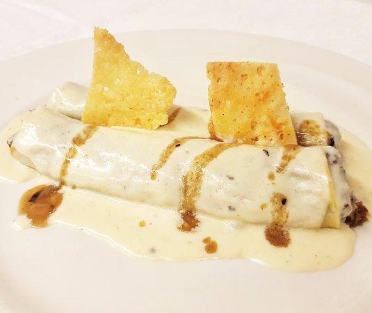 Restaurant Can Frai: Canelón de carne asada con bechamel suave y crujiente de Parmesano