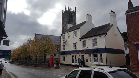 Melton Mowbray, UK: My local has been refurbished and it looks awsome