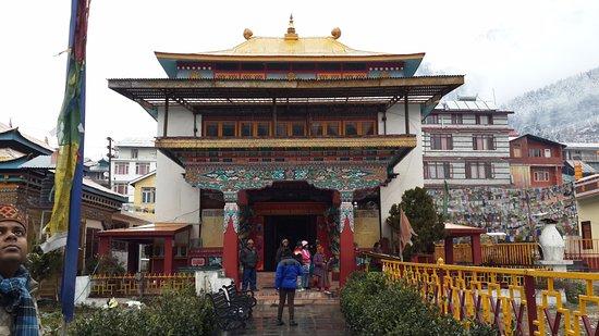 Gadhan Thekchhokling Gompa Monastery : The view of the monastery