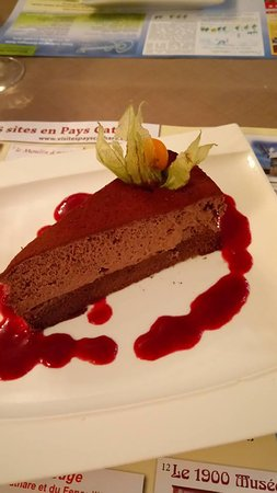 Villeneuve-Minervois, France: Chocolate mousse cake