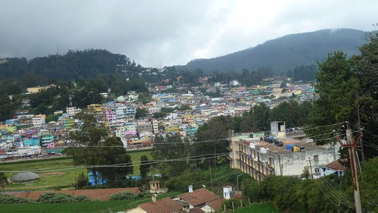 RK Holiday Homes: A view of a portion of Ooty from room balcony