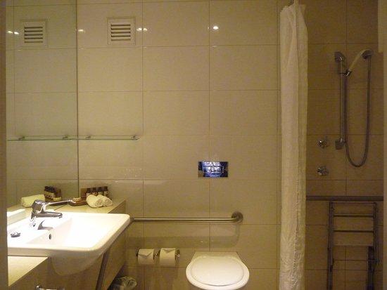 Leura, Australia: accessible bathroom 109