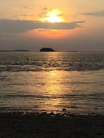 Pulau Joyo: sunset over the sea