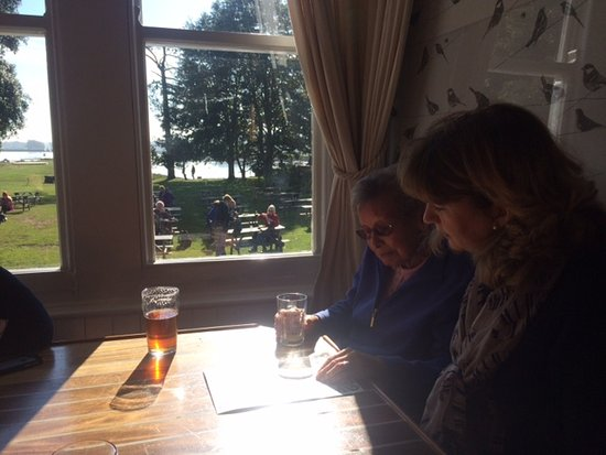 Exminster, UK: Lovely Lunchtime at the Turf Hotel