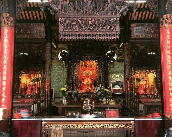 Emperor Jade Pagoda (Chua Ngoc Hoang or Phuoc Hai Tu): Central Hall