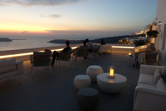 Grace Santorini Hotel: champagne bar outside