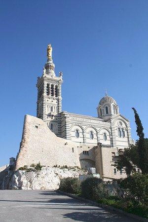 Basilique Notre-Dame de la Garde : éperon ancien fort