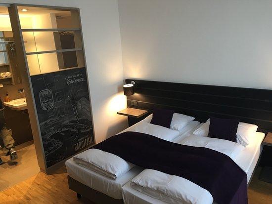 Sehr schöne, moderne und gepflegte Zimmer! - Bild von Hotel K99 ...