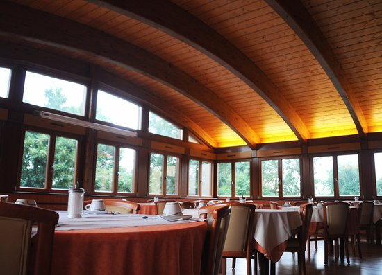 Hotel Cigoland: Salle de petit déjeuner